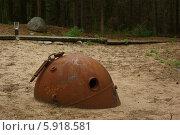 Старая морская мина в песке. Стоковое фото, фотограф Хельга Танг / Фотобанк Лори