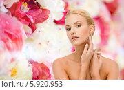 Купить «Красивая девушка с ухоженной гладкой кожей трогает себя рукой за лицо», фото № 5920953, снято 9 марта 2013 г. (c) Syda Productions / Фотобанк Лори