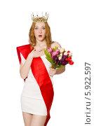 Купить «Удивленная победительница конкурска красоты в диадеме с букетом цветов», фото № 5922597, снято 8 апреля 2014 г. (c) Elnur / Фотобанк Лори