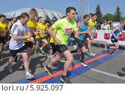 Купить «Участники Московского полумарафона на старте», фото № 5925097, снято 18 мая 2014 г. (c) Stockphoto / Фотобанк Лори