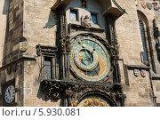 Купить «Знаменитые астрономические часы на Староместской ратуше крупный план. Прага. Чехия», фото № 5930081, снято 25 апреля 2014 г. (c) E. O. / Фотобанк Лори