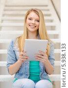 Купить «Девушка с длинными светлыми волосами сидит на лестнице с планшетным компьютером», фото № 5938133, снято 29 марта 2014 г. (c) Syda Productions / Фотобанк Лори