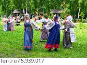 Купить «Праздник Троица В России, фольклор и народные гуляния», фото № 5939017, снято 23 июня 2013 г. (c) ElenArt / Фотобанк Лори