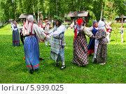 Купить «Праздник Троица В России, фольклор и народные гуляния», фото № 5939025, снято 23 июня 2013 г. (c) ElenArt / Фотобанк Лори