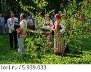 Купить «Праздник Троица В России, фольклор и народные гуляния», фото № 5939033, снято 23 июля 2013 г. (c) ElenArt / Фотобанк Лори