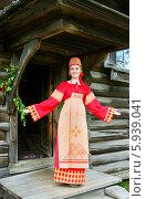 Купить «Девушка в русском народном костюме у окна на празднике Троица», фото № 5939041, снято 23 июня 2013 г. (c) ElenArt / Фотобанк Лори