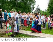 Купить «Праздник Троица В России, фольклор и народные гуляния», фото № 5939061, снято 23 июня 2013 г. (c) ElenArt / Фотобанк Лори