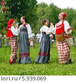 Купить «Праздник Троица В России, фольклор и народные гуляния», фото № 5939069, снято 23 июня 2013 г. (c) ElenArt / Фотобанк Лори