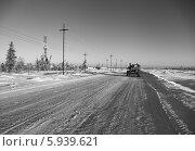 Купить «Зимний пейзаж на месторождении нефти в Западной Сибири. Строительство высоковольтной воздушной линии электрических передач», эксклюзивное фото № 5939621, снято 27 ноября 2012 г. (c) Валерий Акулич / Фотобанк Лори