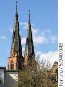 Купить «Кафедральный собор Уппсалы», фото № 5940049, снято 27 апреля 2014 г. (c) Boris Breytman / Фотобанк Лори