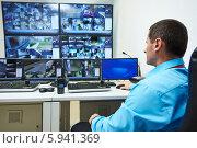 Купить «Видеонаблюдение», фото № 5941369, снято 23 мая 2014 г. (c) Дмитрий Калиновский / Фотобанк Лори