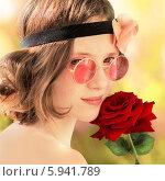 Девушка с цветком. Стоковое фото, фотограф Елена Медведева / Фотобанк Лори