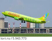 Boeing 737 (бортовой VP-BTA) авиакомпании Globus (S7) вылетает из Домодедова (2014 год). Редакционное фото, фотограф Alexei Tavix / Фотобанк Лори