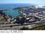 Порт в Средиземном море в Барселоне (2012 год). Стоковое фото, фотограф Юлия Романова / Фотобанк Лори