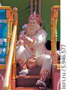 Купить «Ратха-ятра в Лужниках. Вайшнав в костюмае Ханумана на колеснице Джаганнатха», фото № 5946577, снято 18 мая 2014 г. (c) Вячеслав Беляев / Фотобанк Лори