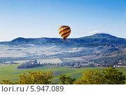 Купить «Пейзажи Тосканы с воздушным шаром», фото № 5947089, снято 13 мая 2014 г. (c) Наталья Волкова / Фотобанк Лори