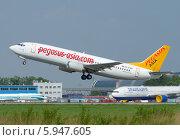 Купить «Самолет Boeing 737 (бортовой EX-37402) авиакомпании Pegasus Asia вылетает из Домодедова», эксклюзивное фото № 5947605, снято 25 мая 2014 г. (c) Alexei Tavix / Фотобанк Лори