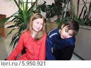 Мальчик и девочка разговаривают. Стоковое фото, фотограф Копылова Ольга Васильевна / Фотобанк Лори