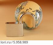 Земной шар и замок. Стоковая иллюстрация, иллюстратор Maksym Yemelyanov / Фотобанк Лори