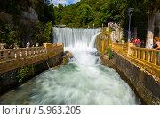 Абхазия, город Новый Афон. Искусственный водопад на реке Псырцха (2013 год). Редакционное фото, фотограф Анна Кудрявцева / Фотобанк Лори