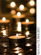 Купить «Горящая чайная свеча на фоне свечей», фото № 5964801, снято 22 января 2014 г. (c) Anton Kozyrev / Фотобанк Лори