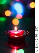 Купить «Горящая чайная свеча в форме сердца», фото № 5964897, снято 27 января 2014 г. (c) Anton Kozyrev / Фотобанк Лори