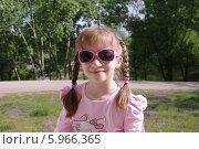 Купить «Портрет девочки с косичками в парке», эксклюзивное фото № 5966365, снято 22 мая 2014 г. (c) Илюхина Наталья / Фотобанк Лори
