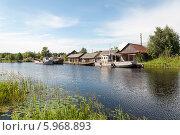 Купить «Старые рыболовные суда у причала в селе Маэкса, г. Белозерск», фото № 5968893, снято 22 июля 2013 г. (c) Виктор Сагайдашин / Фотобанк Лори