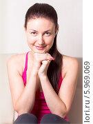 Купить «Портрет молодой девушки в розовой майке», эксклюзивное фото № 5969069, снято 19 мая 2014 г. (c) Артём Крылов / Фотобанк Лори