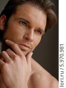 Купить «Портрет привлекательного мужчины с трехдневной щетиной», фото № 5970981, снято 23 мая 2018 г. (c) BE&W Photo / Фотобанк Лори