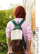 Девочка-подросток с рюкзаком. Стоковое фото, фотограф Елена Медведева / Фотобанк Лори