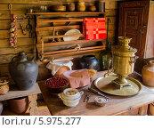 Купить «Интерьер избы в музее-заповеднике Витославлицы, Великий Новгород», фото № 5975277, снято 9 мая 2014 г. (c) Daria / Фотобанк Лори