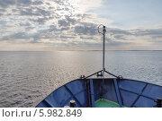 Купить «Утро на Белом море. Вид с носа корабля», фото № 5982849, снято 29 июля 2012 г. (c) Горшков Игорь / Фотобанк Лори