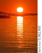 Купить «Рассвет на берегу Белого моря», фото № 5982905, снято 4 августа 2013 г. (c) Горшков Игорь / Фотобанк Лори