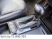 Купить «Рычаг переключения автоматической коробки передач», фото № 5990781, снято 26 апреля 2014 г. (c) Кекяляйнен Андрей / Фотобанк Лори