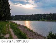 Купить «Летний вечер на Подмосковном озере», фото № 5991933, снято 6 июня 2014 г. (c) Сергей Великанов / Фотобанк Лори