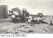 Купить «Группа  отдыхающих на пляже, Германия, 1910-е годы», фото № 5993961, снято 27 мая 2019 г. (c) Retro / Фотобанк Лори