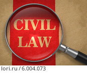 Надпись CIVIL LAW на красном бумажном фоне под увеличительным стеклом. Стоковая иллюстрация, иллюстратор Илья Урядников / Фотобанк Лори
