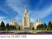 Купить «Главное здание МГУ в летний день», фото № 6007169, снято 12 мая 2014 г. (c) Денис Ларкин / Фотобанк Лори