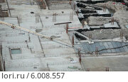 Купить «Машина для закачки бетона с длинным шлангом, заливка фундамента», видеоролик № 6008557, снято 13 июня 2014 г. (c) Кекяляйнен Андрей / Фотобанк Лори