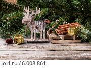 Купить «Рождественская композиция с корицей и деревянным оленем», фото № 6008861, снято 2 ноября 2013 г. (c) Natasha Breen / Фотобанк Лори