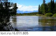 Купить «Бурное течение реки Иркут в июньский разлив», видеоролик № 6011805, снято 12 июня 2014 г. (c) Виктория Катьянова / Фотобанк Лори