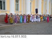 Купить «Шествие кришнаитов. Санкт-Петербург», фото № 6011933, снято 21 июля 2013 г. (c) Виктор Карасев / Фотобанк Лори