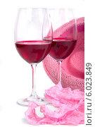 Два бокала красного вина. Рядом женские розовые трусики и шляпка. Стоковое фото, фотограф Владимир Ходатаев / Фотобанк Лори