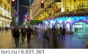 Купить «Вечерняя улица в Шанхае, Китай», видеоролик № 6031361, снято 13 июня 2014 г. (c) Кирилл Трифонов / Фотобанк Лори