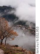 Купить «Село в горах (Греция)», фото № 6032953, снято 27 декабря 2010 г. (c) Татьяна Ляпи / Фотобанк Лори