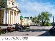 Сквер около Пермской художественной галереи (2012 год). Редакционное фото, фотограф Elena Monakhova / Фотобанк Лори