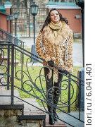 Купить «Красивая женщина в коричневой шубе», фото № 6041401, снято 14 декабря 2008 г. (c) BestPhotoStudio / Фотобанк Лори