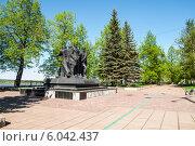 Купить «Памятник Героям гражданской войны в сквере Решетникова», фото № 6042437, снято 14 мая 2012 г. (c) Elena Monakhova / Фотобанк Лори