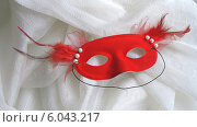 Красная карнавальная маска. Стоковое фото, фотограф Ирина Каралкина / Фотобанк Лори